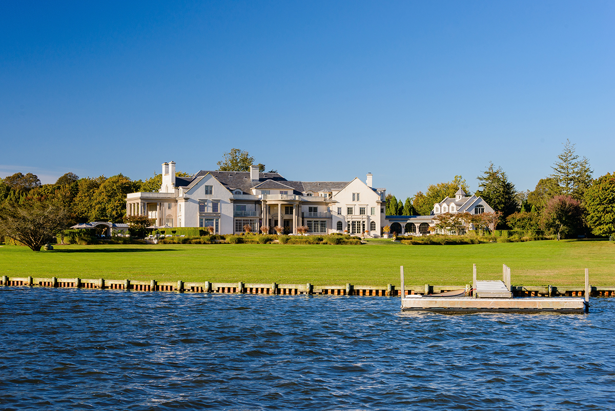 The hamptons real estate market remains hot in less for Luxury nyc real estate